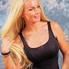 Frau mit welligen Open Braids (Body Wave)